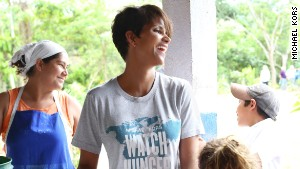 141015071033-iyw-halle-berry-in-nicaragua-2-story-body